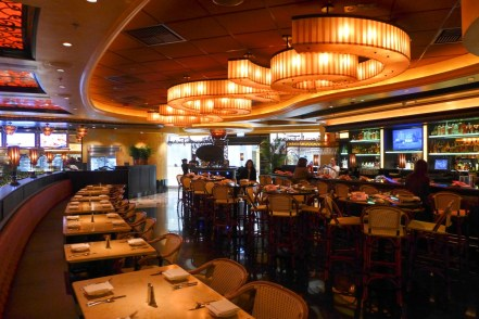 The_Cheese_Cake_Factory_Hong_Kong_interior_201711